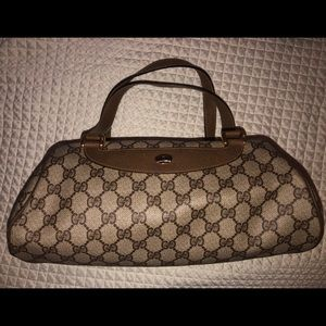 Great condition vintage Gucci purse. 100% auth